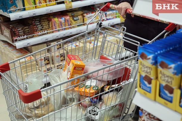 В Сыктывкаре сотрудница магазина воспользовалась кошельком покупательницы-пенсионерки