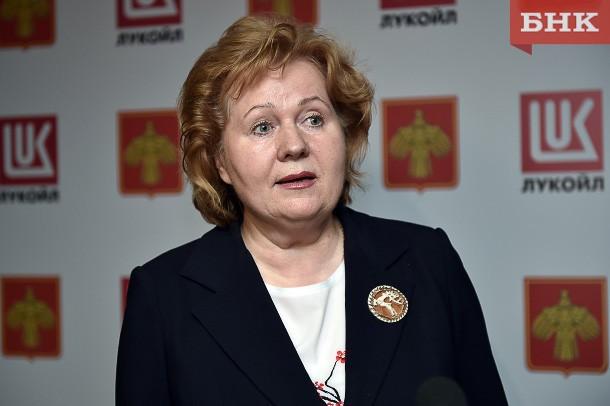 Руководитель администрации Ижемского района стала получать на 13 рублей в сутки меньше